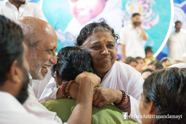 Amma gibt Darshan