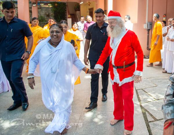 Amma mit Weihnachtsmann