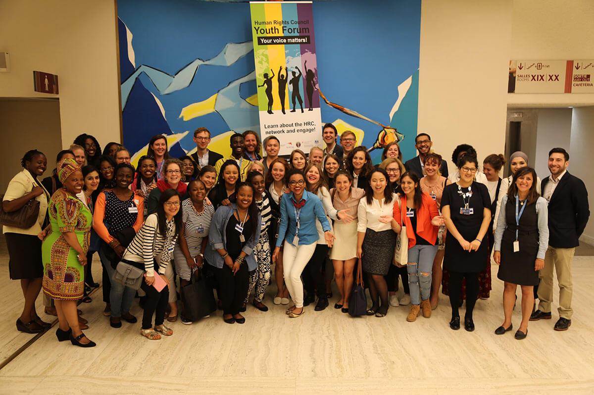 Ayudh gemeinsam mit weiteren Teilnehmern bei den Vereinten Nationen in Genf