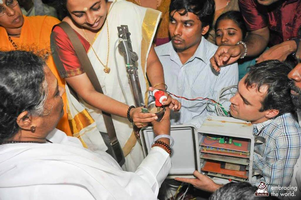 Dr. Maneesha Sudheer mit Amma