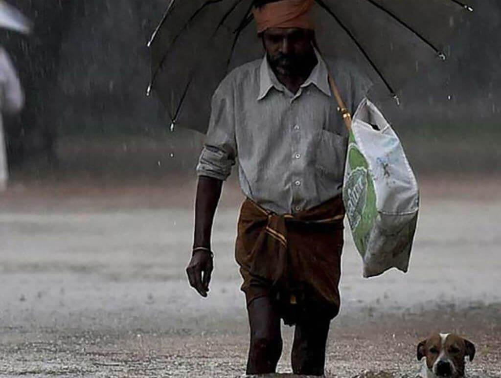 Mann in Kerala Überschwemmungen