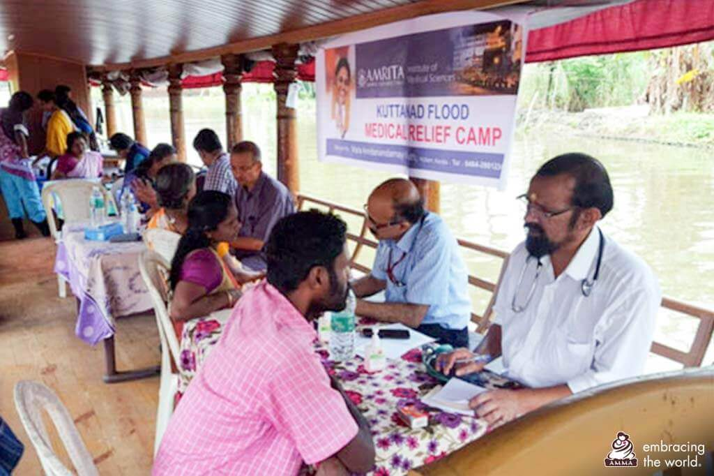 Medizinische Hilfe per Boot
