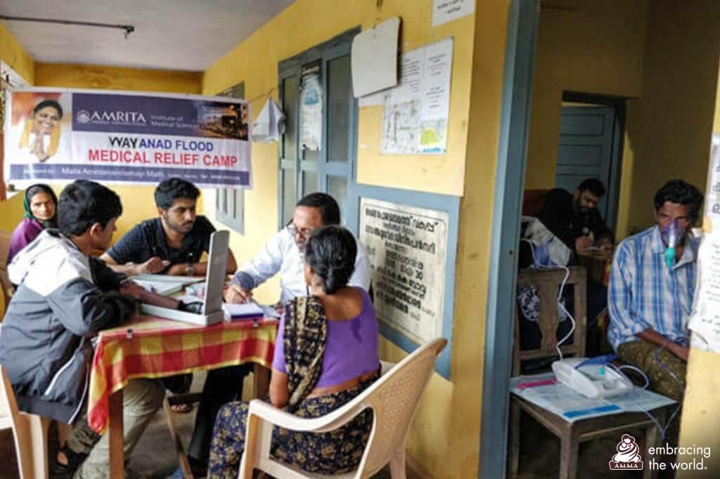 Dr. Vishnu und sein Team in einer Gemeinde in Wayanad.