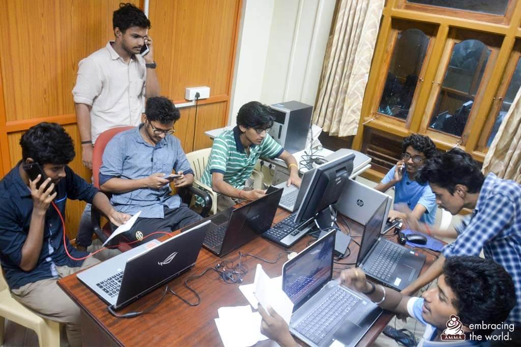 Der 24-Stunden-Nottelefondienst von AYUDH auf dem Amrita Campus von Amrita Vidyapeetham.