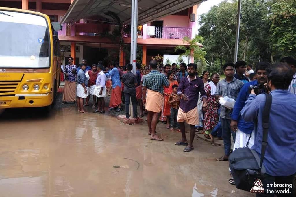 Die Amrita Vidyalayam Schule in Kodungallur ist ein weiteres Hilfslager