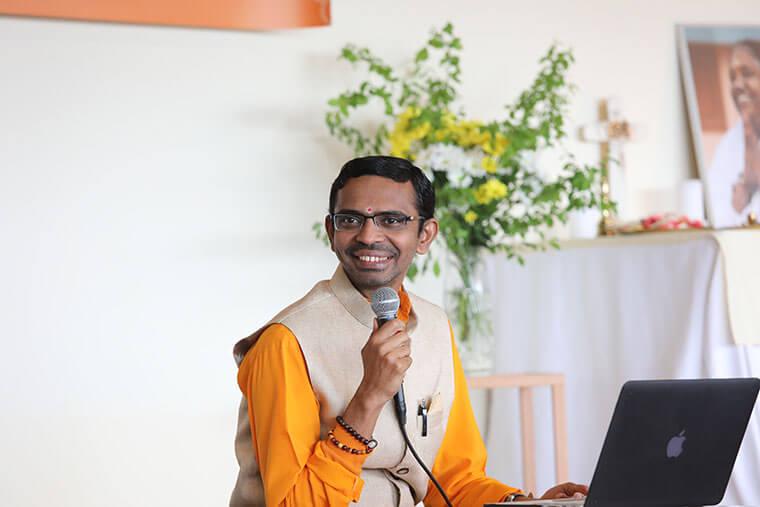 Brahmachari Shubamrita Chaitanya, Ammas Schüler