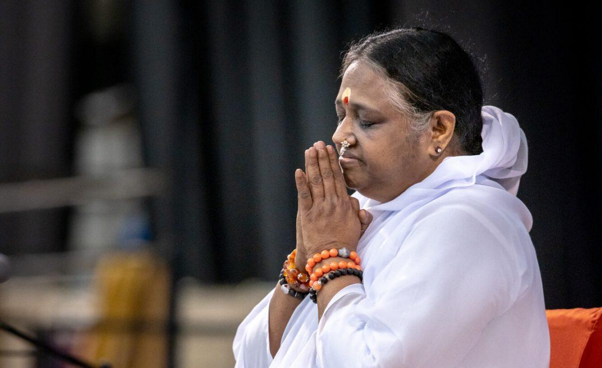 Amma betet während der Corona-Krise 2020