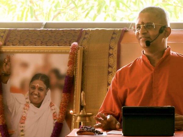 Swami Atmananda Puri, Ammas Schüler
